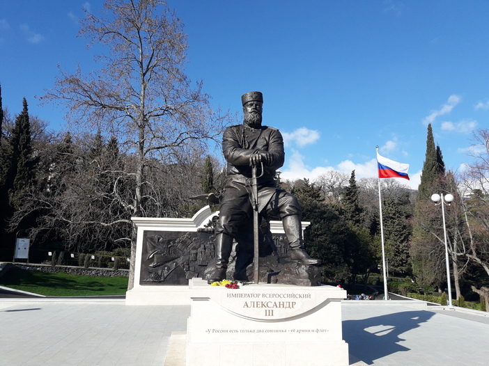Памятник Александру 3 в Ливадии